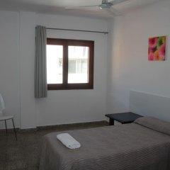 Отель Hostal Las Nieves Стандартный номер с различными типами кроватей (общая ванная комната) фото 24