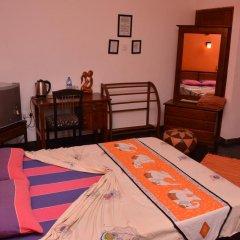 Отель Raj Mahal Inn 3* Улучшенный номер с различными типами кроватей фото 10