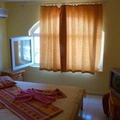 Отель Fener Guest House Поморие сейф в номере