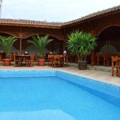 Hotel Eos бассейн