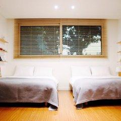 Отель YE'4 Guesthouse 2* Стандартный семейный номер с двуспальной кроватью (общая ванная комната) фото 2