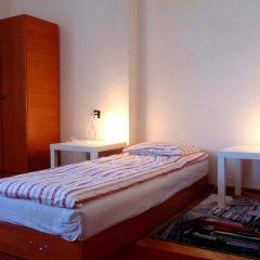 Отель B Movie Guest Rooms 2* Стандартный номер с 2 отдельными кроватями (общая ванная комната) фото 2