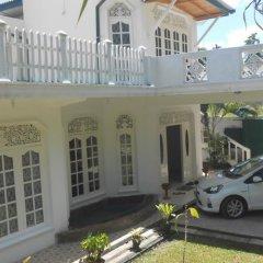 Sethsura Grand Hotel парковка