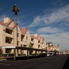 Отель Holiday Inn Club Vacations: Las Vegas at Desert Club Resort парковка