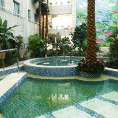 Отель Sun Town Hotspring Resort бассейн