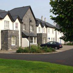 Отель Bunratty West Holiday Homes парковка