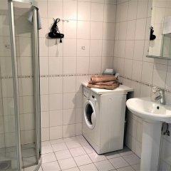 Отель Romeo Family Kaarli Apartment Эстония, Таллин - отзывы, цены и фото номеров - забронировать отель Romeo Family Kaarli Apartment онлайн ванная