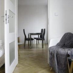 Апартаменты Bizzi Luxheart Of Old Town Apartment Варшава комната для гостей фото 2