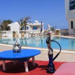 Отель Amphora Menzel Тунис, Мидун - отзывы, цены и фото номеров - забронировать отель Amphora Menzel онлайн бассейн фото 3