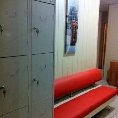 Гостиница Друзья сейф в номере
