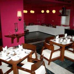 Отель Aravali Villa Индия, Нью-Дели - отзывы, цены и фото номеров - забронировать отель Aravali Villa онлайн питание фото 2