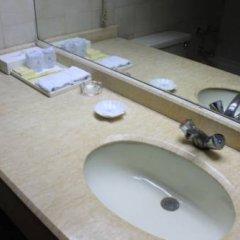 Отель Xian Dynasty Hotel Китай, Сиань - отзывы, цены и фото номеров - забронировать отель Xian Dynasty Hotel онлайн ванная