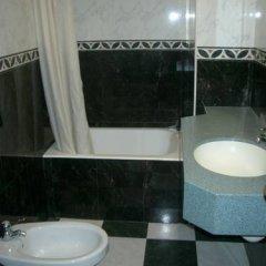 Отель Comercio Барселона ванная фото 2