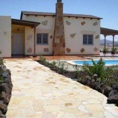 Отель Villas La Fuentita Испания, Лас-Плайитас - отзывы, цены и фото номеров - забронировать отель Villas La Fuentita онлайн бассейн фото 2