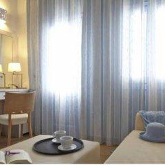 Отель Orizontes Hotel & Villas Греция, Остров Санторини - отзывы, цены и фото номеров - забронировать отель Orizontes Hotel & Villas онлайн удобства в номере фото 2