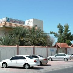 Sharjah Hostel парковка