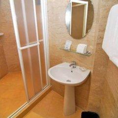 Отель Lucky Palace Бангкок ванная