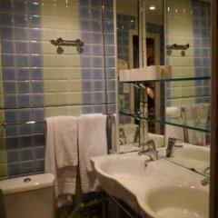 Отель Hôtel Les Degrés De Notre Dame Париж ванная