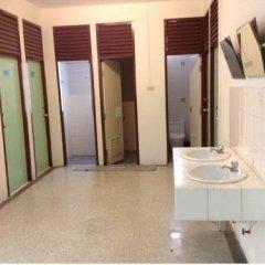 Отель Chart Guesthouse Бангкок ванная