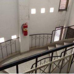 Отель Chart Guesthouse Бангкок интерьер отеля