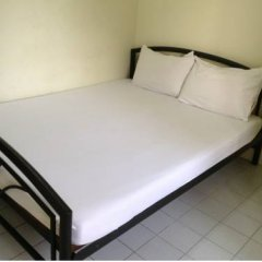 Отель Chart Guesthouse Бангкок комната для гостей фото 3