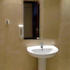Отель Hostal Cervantes ванная