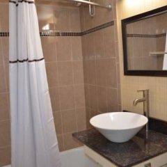 Отель Aashram Hotel by Niagara River США, Ниагара-Фолс - отзывы, цены и фото номеров - забронировать отель Aashram Hotel by Niagara River онлайн ванная фото 2