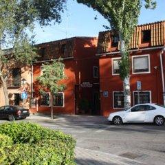 Отель Hostal Cervantes парковка