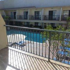 Отель Days Inn by Wyndham Hollywood Near Universal Studios США, Лос-Анджелес - 1 отзыв об отеле, цены и фото номеров - забронировать отель Days Inn by Wyndham Hollywood Near Universal Studios онлайн балкон