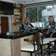 Basil's Apart Hotel гостиничный бар
