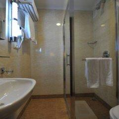 Гостиница Shakhtar Plaza Украина, Донецк - 4 отзыва об отеле, цены и фото номеров - забронировать гостиницу Shakhtar Plaza онлайн ванная