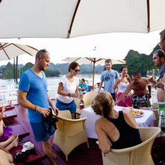 Отель Halong Aurora Cruises Халонг гостиничный бар