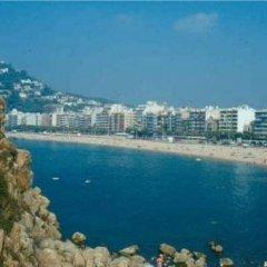 Отель RVHotels Apartamentos Lotus Испания, Бланес - отзывы, цены и фото номеров - забронировать отель RVHotels Apartamentos Lotus онлайн пляж