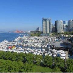 Отель The Westin Bayshore Vancouver Канада, Ванкувер - отзывы, цены и фото номеров - забронировать отель The Westin Bayshore Vancouver онлайн пляж фото 2