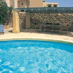 Отель Steves Villas бассейн