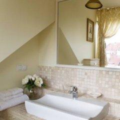 Отель Writers Apartment Литва, Вильнюс - 2 отзыва об отеле, цены и фото номеров - забронировать отель Writers Apartment онлайн ванная