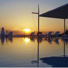 Отель Orizontes Hotel & Villas Греция, Остров Санторини - отзывы, цены и фото номеров - забронировать отель Orizontes Hotel & Villas онлайн пляж фото 2