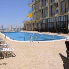 Отель Palm Marina Apartment Complex Болгария, Равда - отзывы, цены и фото номеров - забронировать отель Palm Marina Apartment Complex онлайн бассейн фото 2