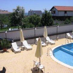 Отель Palm Marina Apartment Complex Болгария, Равда - отзывы, цены и фото номеров - забронировать отель Palm Marina Apartment Complex онлайн бассейн