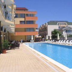 Отель Palm Marina Apartment Complex Болгария, Равда - отзывы, цены и фото номеров - забронировать отель Palm Marina Apartment Complex онлайн бассейн фото 3
