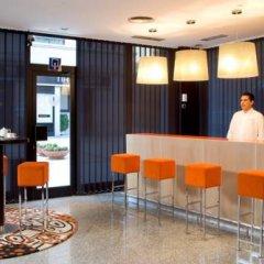 NH Suites Prisma Hotel интерьер отеля
