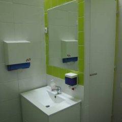 Отель LxCorner Hostel Португалия, Лиссабон - отзывы, цены и фото номеров - забронировать отель LxCorner Hostel онлайн ванная фото 2