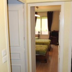 Отель Chambre d'hôtes - Garibaldi Франция, Лион - отзывы, цены и фото номеров - забронировать отель Chambre d'hôtes - Garibaldi онлайн комната для гостей фото 3