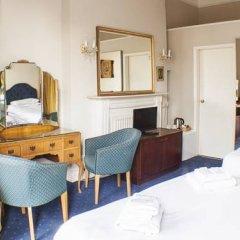 The Queensbury Hotel удобства в номере