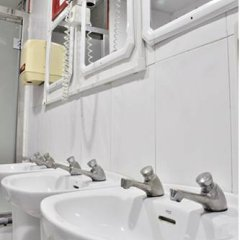 Arco Youth Hostel A&a Барселона ванная фото 2