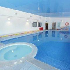 Отель Browns Sports & Leisure Club бассейн