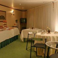 Отель Vista Alegre Hostal Кастро-Урдиалес питание фото 2