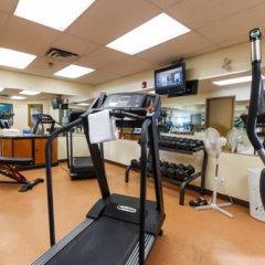Отель The Glenmore Inn & Convention Centre Канада, Калгари - отзывы, цены и фото номеров - забронировать отель The Glenmore Inn & Convention Centre онлайн фитнесс-зал фото 2