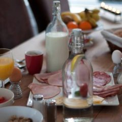Отель Minties, Floating Bed en Breakfast в номере