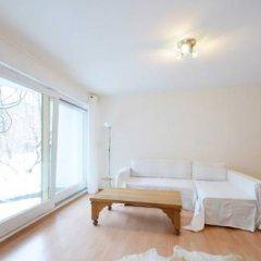 Апартаменты Nanuk Apartment 2 Мюнхен комната для гостей фото 3